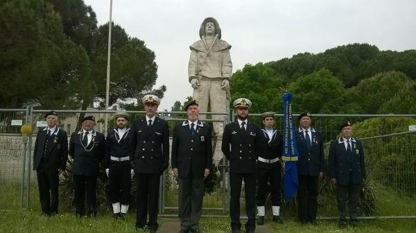 raduno_2015_deposizione_corona_monumento_marinaio
